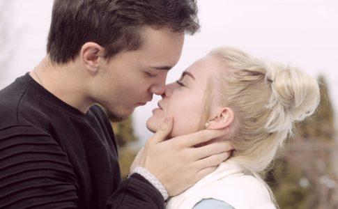 初デートでのキスはアリなの?