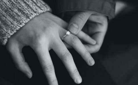 結婚直線に浮気をする男性の心理7選