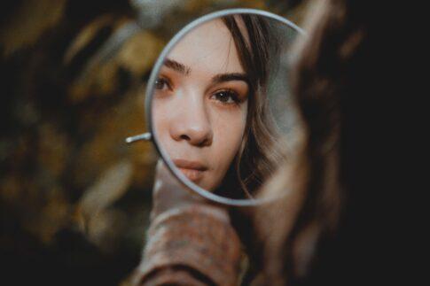 【夢占い】鏡が出くる夢が意味すること